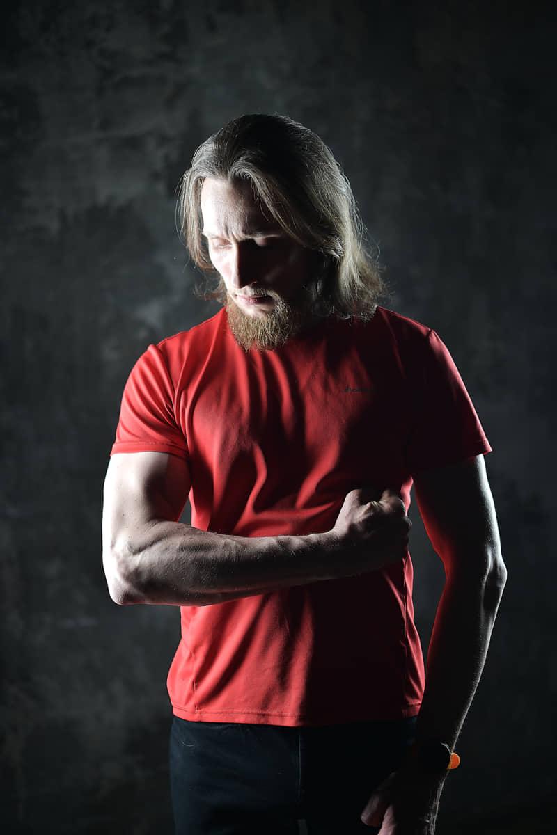 Портрет мужчины спортсмена