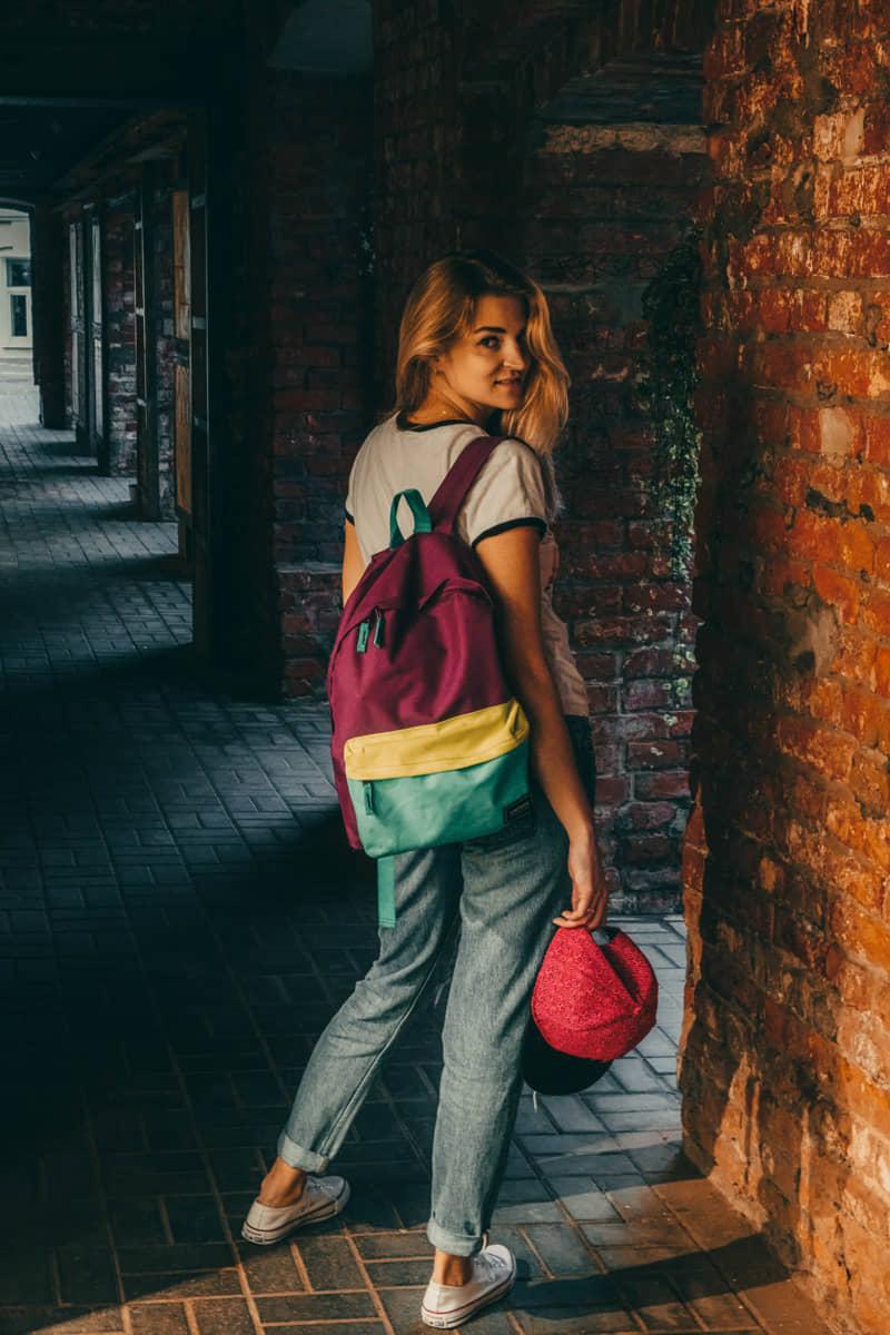 Уличная фотосессия девушки в городе